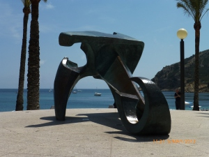 Albir bay. Anchor sculpture with boats in the background.